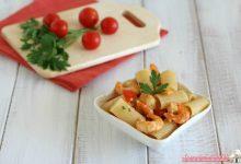 Pasta fredda con pomodori e gamberetti