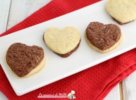 Biscotti a cuore bicolore