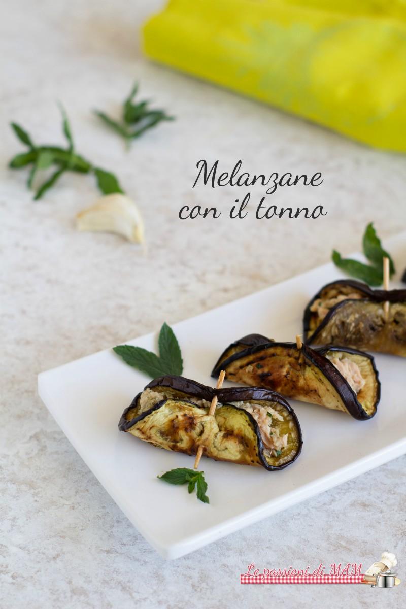 Melanzane con il tonno, olive e capperi
