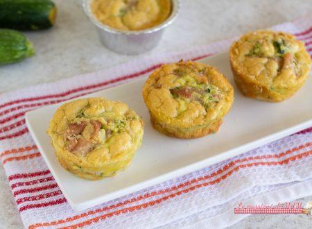 Muffin salati con zucchina e prosciutto
