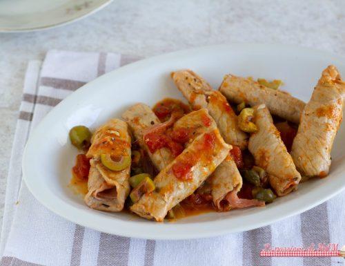 Involtini di carne con prosciutto, alla pizzaiola