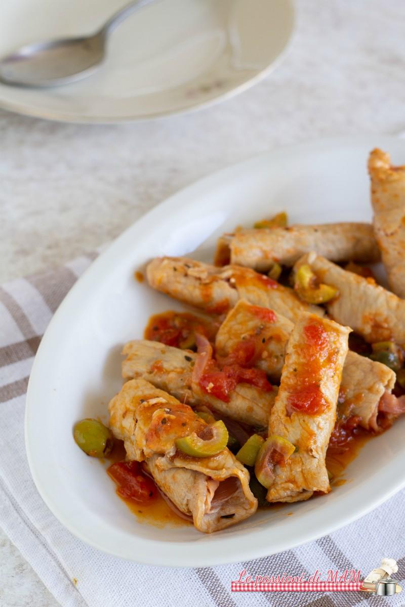 Involtini di carne con prosciutto alla pizzaiola
