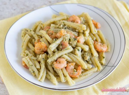 Pasta gamberi e pesto di olive