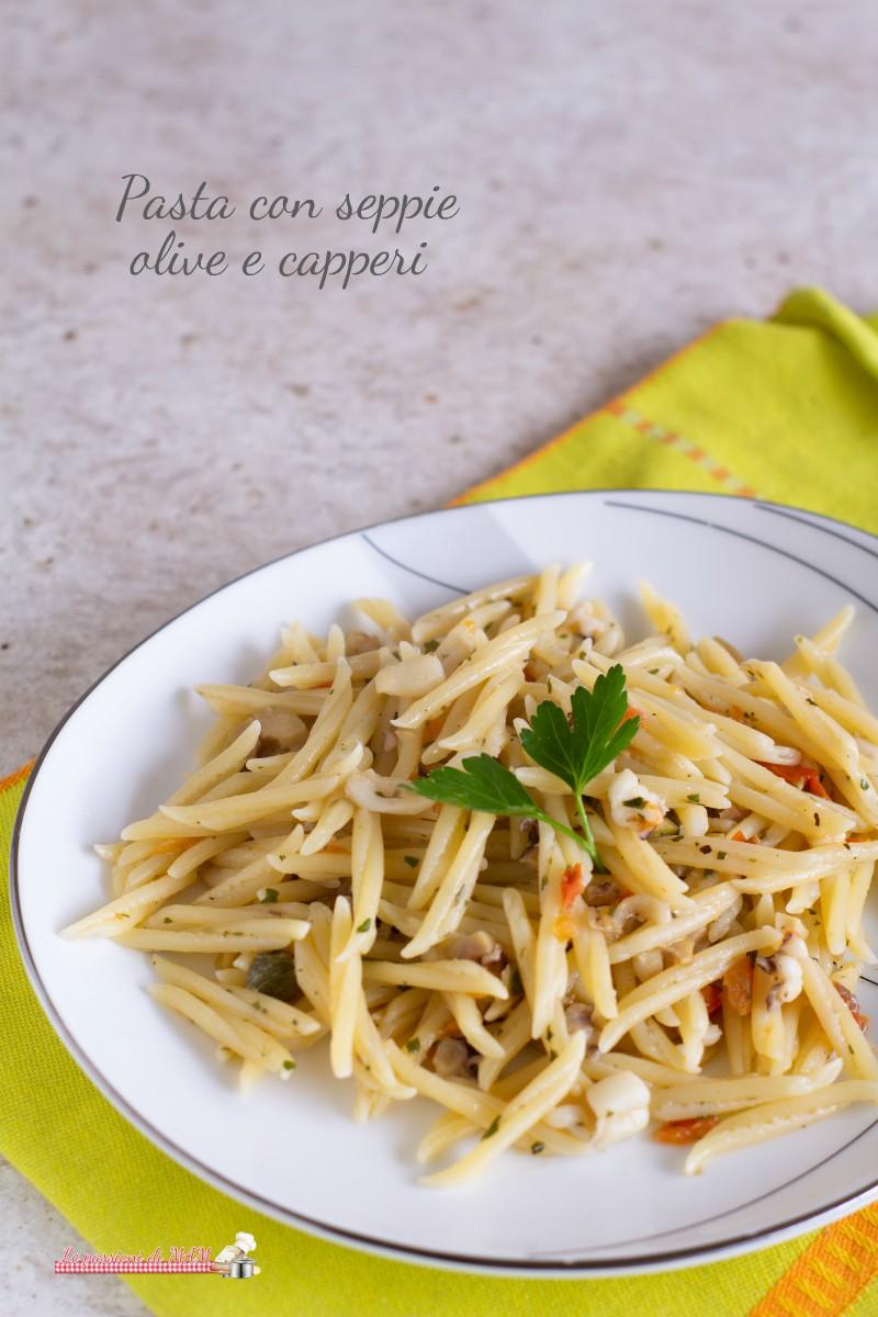 Pasta con seppie olive e capperi