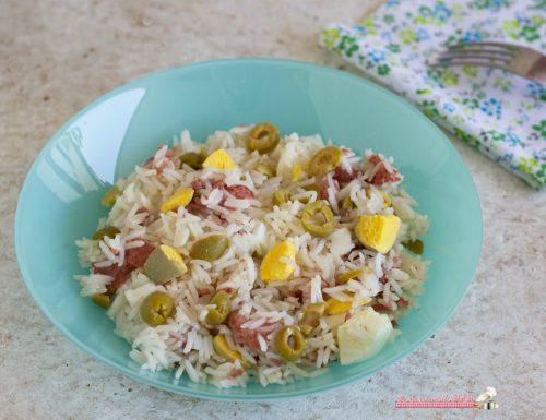 Insalata di riso con carne e uova