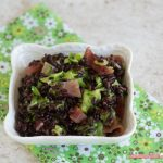 Insalata di riso venere con zucchina e speck