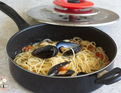 Spaghetti con le cozze con magic cooker