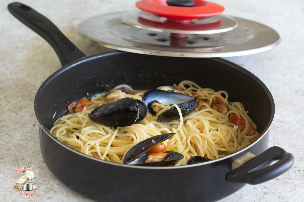 Spaghetti con le cozze con magic cooker