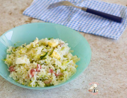 Insalata di riso con zucchina pancetta e uova