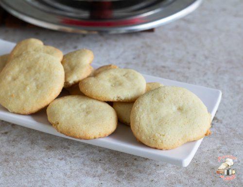 Biscotti con farina di riso nel kit forno magic cooker