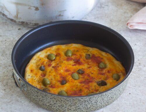 Focaccia con olive e capperi nel kit forno Magic Cooker