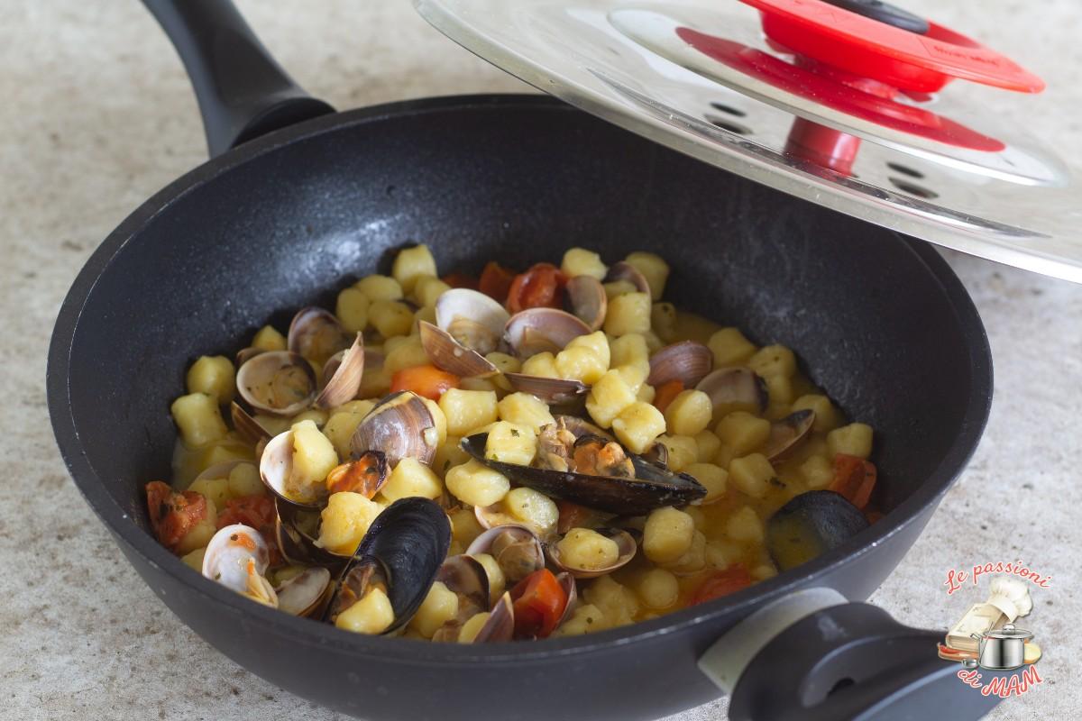 Gnocchi cozze e vongole con magic cooker