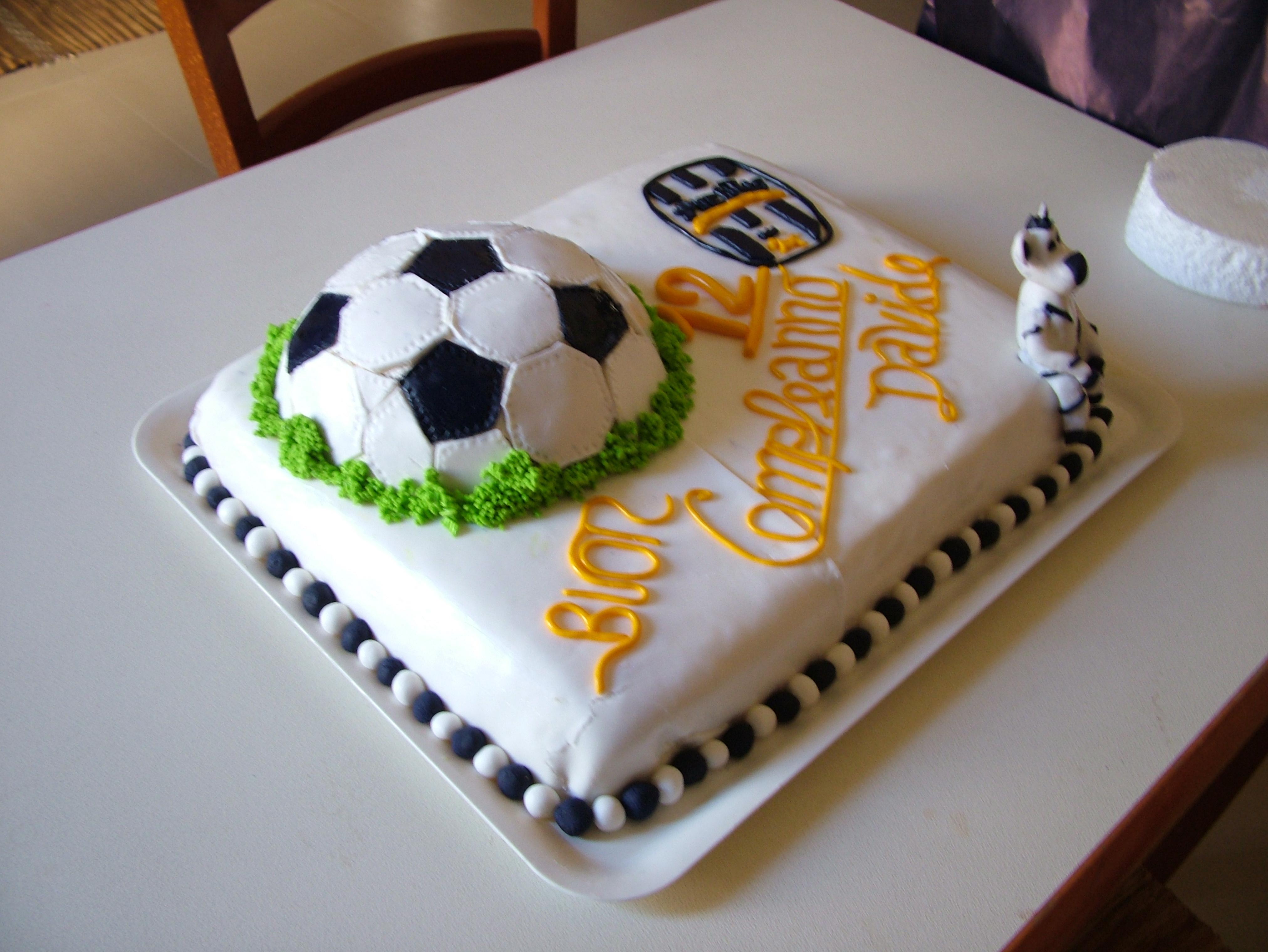 juve con pasta di zucchero bella e semplice da preparare - Decorazioni Torte Juventus