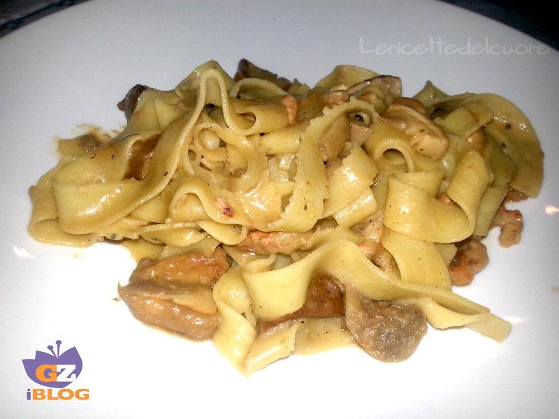 Ricetta pasta ai funghi e gamberetti