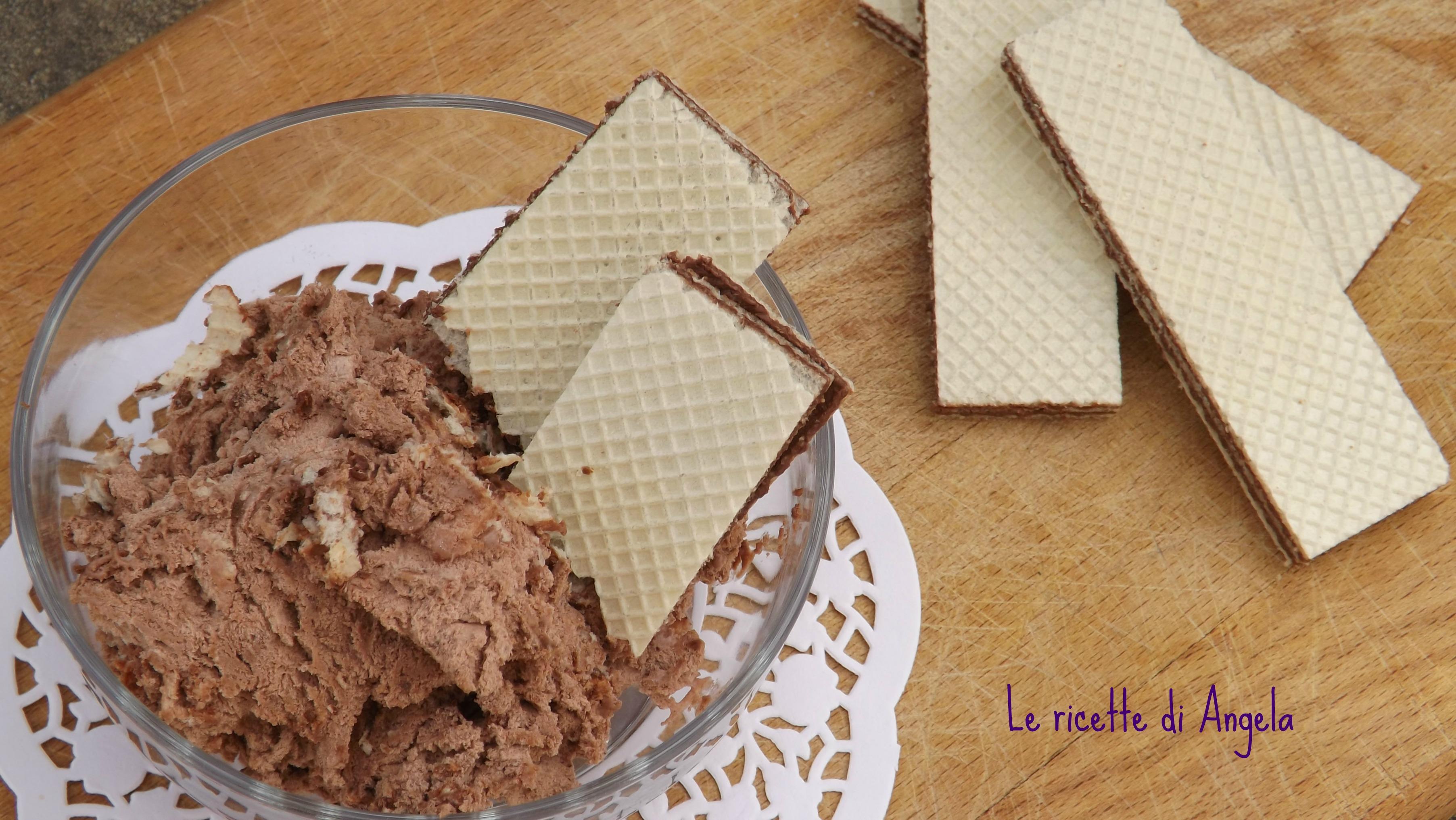 Gelato al cacao e wafer senza gelatiera