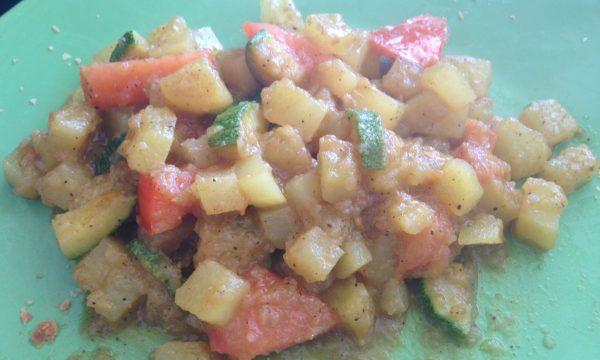 Dadolata di zucchine e patate calde al curry