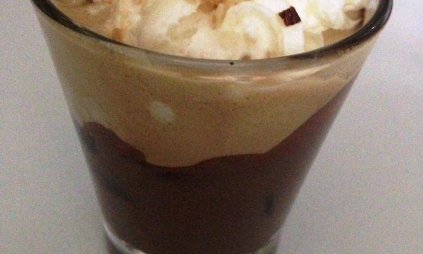CAFFE' ALLA NUTELLA CON PANNA MONTATA E GRANELLA DI NOCCIOLE