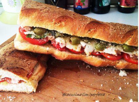 """""""PANI CUNZATU"""" – pane condito alla siciliana"""