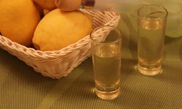 Liquore limoncello fatto in casa