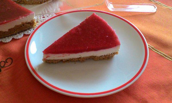 Cheesecake con gelatina di fragole