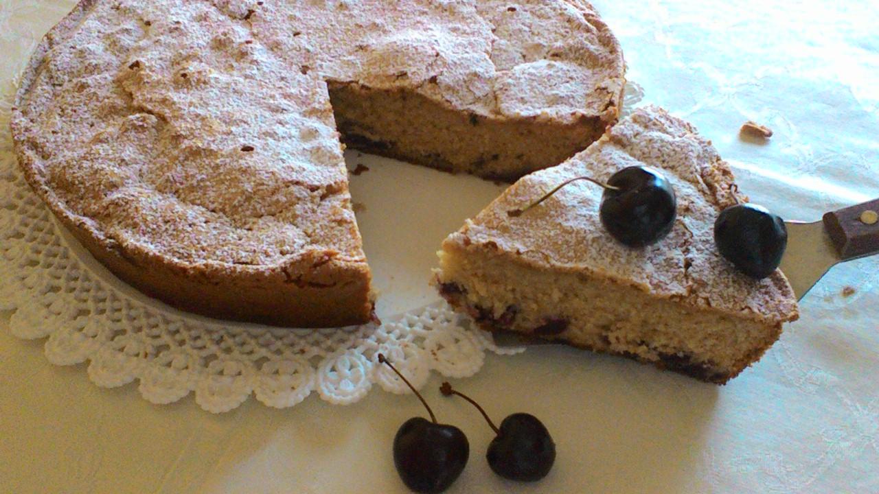 Torta di ciliegie e cioccolato bianco