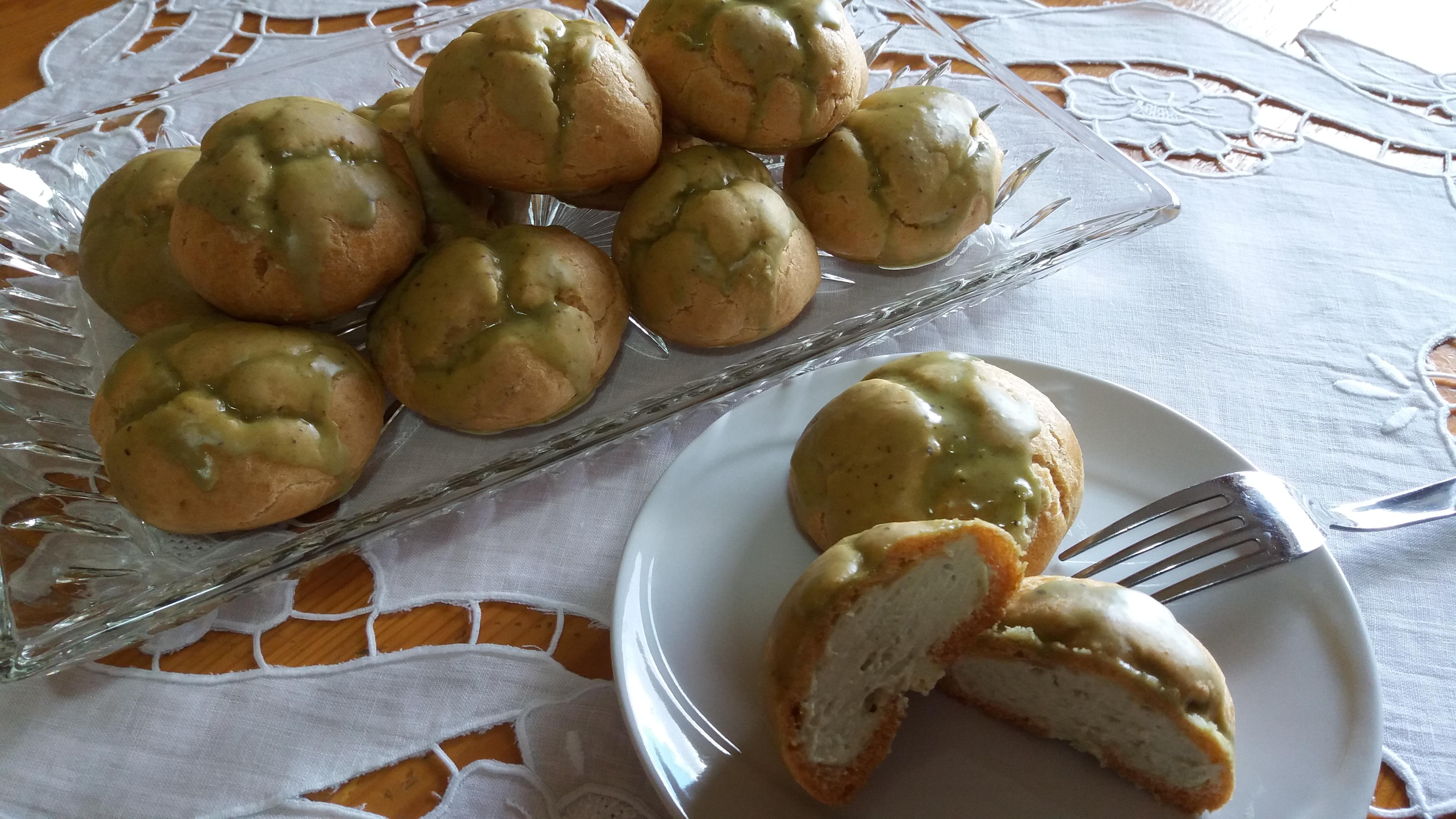 Bignè con crema al mascarpone e pistacchio