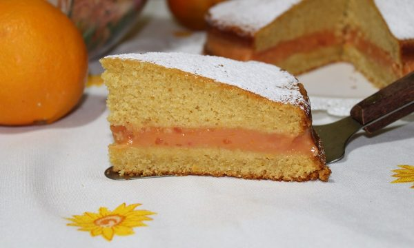 Torta con crema semplice d'arancia