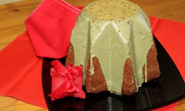 Finto pandoro con glassa al pistacchio