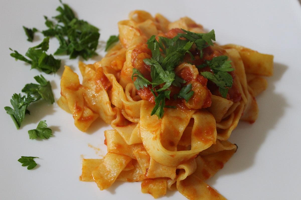 Pappardelle fresche con gamberetti e zafferano