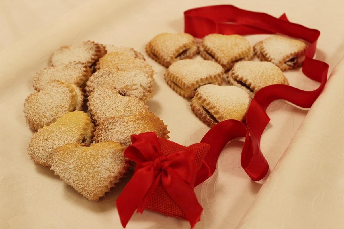 Biscotti doppio cuore alle mele