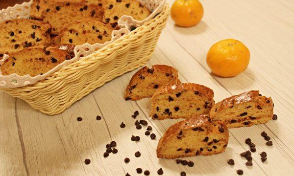 Cantucci al mandarino con gocce di cioccolato