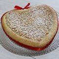 crostata con cuore cremoso alle mandorle
