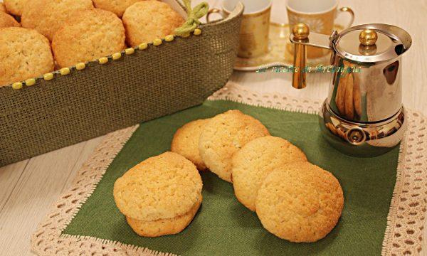 Biscotti friabili e inzupposi al latte