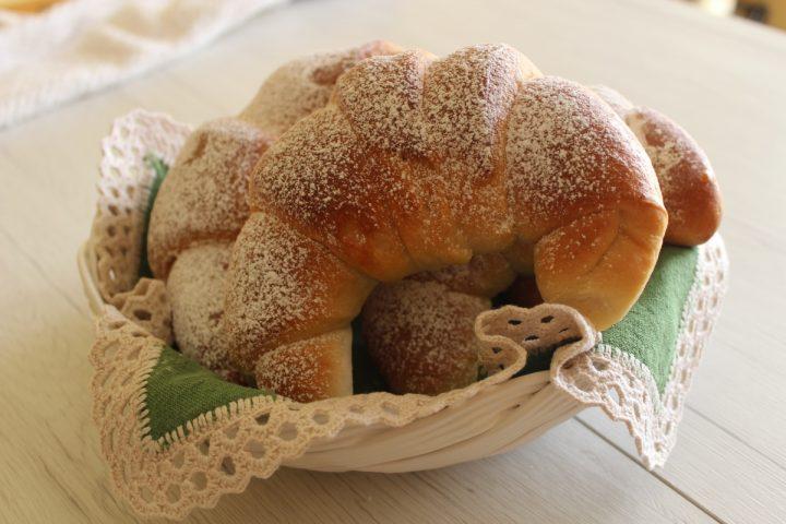 cornetti semplici di pasta brioche