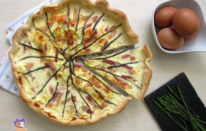 Torta salata con asparagi e pancetta