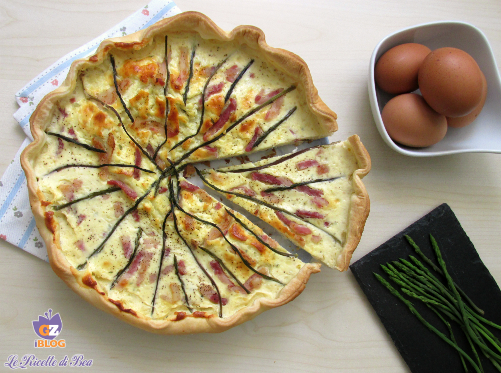Torta salata con asparagi e pancetta affumicata