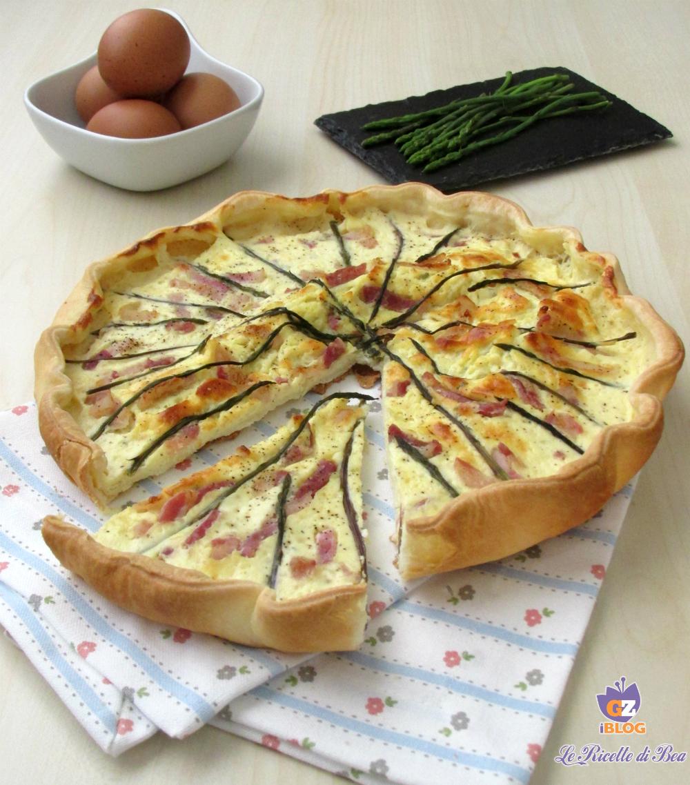 Torta salata con asparagi e pancetta affumicata verticale