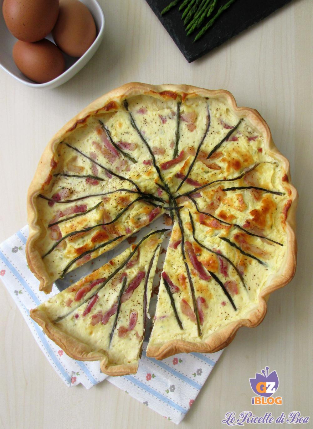 Torta salata con asparagi e pancetta affumicata zenitale