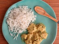 Pollo al curry con panna