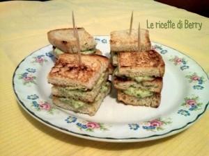 Crostini con crema di zucchine e philadelphia