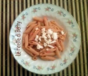 Pasta con feta, pomodorini e oli