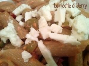 Pasta con Feta, pomodorini e olive