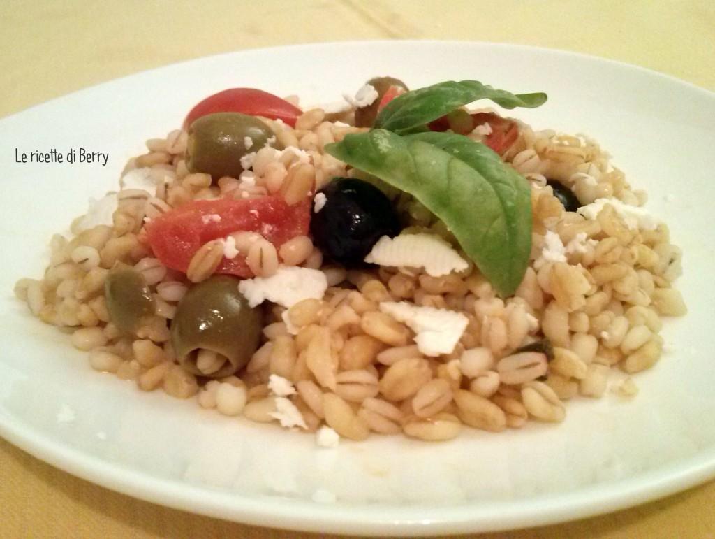 Insalata di orzo e grano alla greca