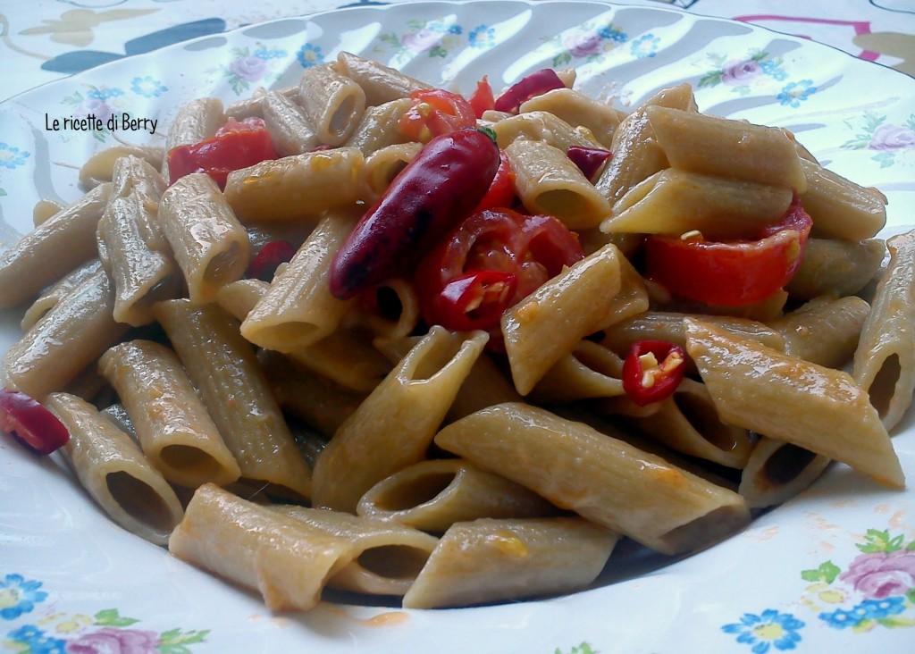 Pasta con pomodorini, mozzarella e peperoncino