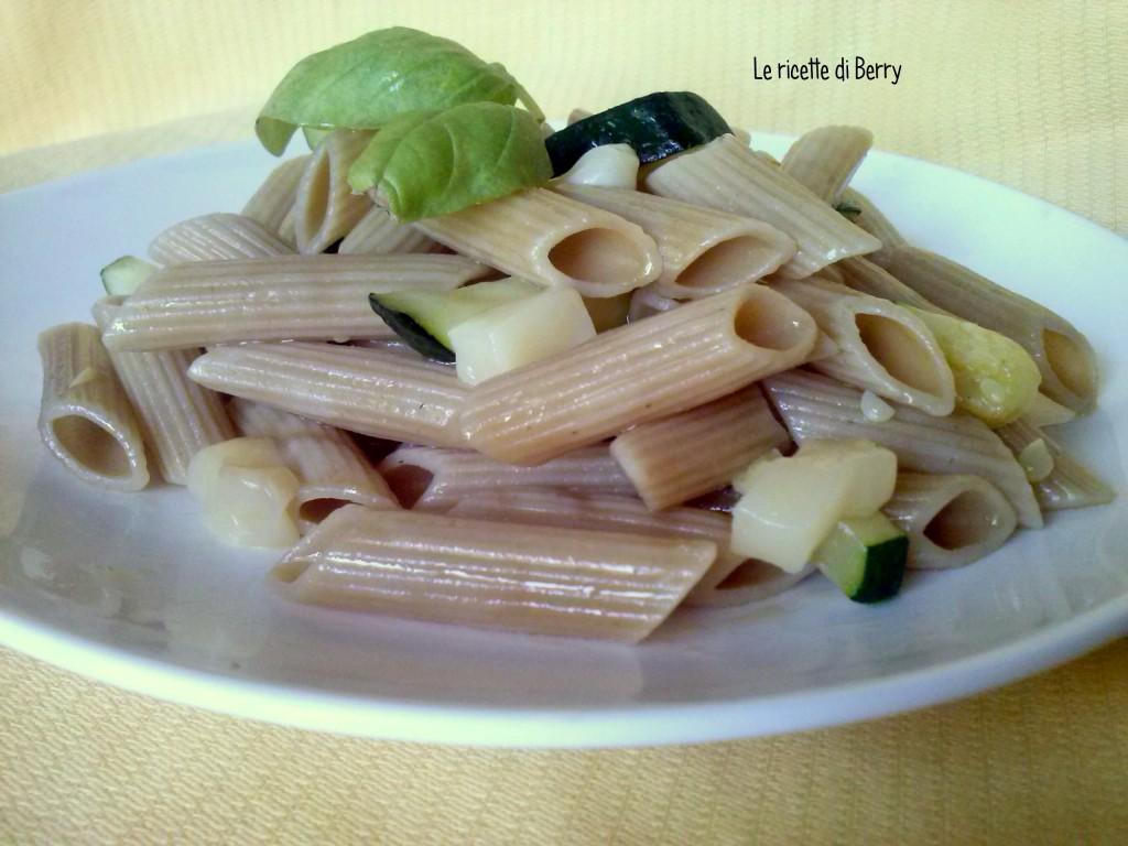 Pasta fredda con scamorza affumicata e zucchine