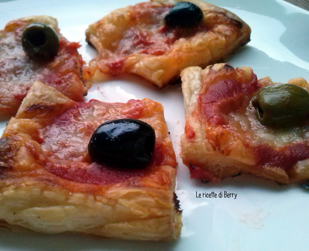 Pizzette di Pasta Sfoglia alle Olive