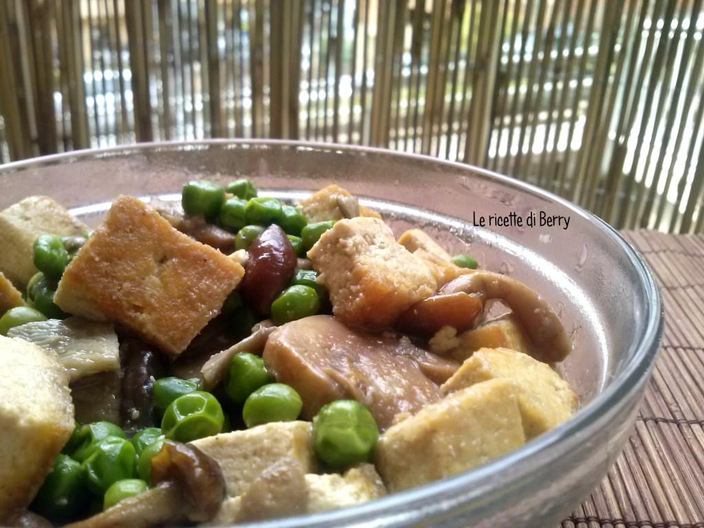 Tofu con funghi e piselli