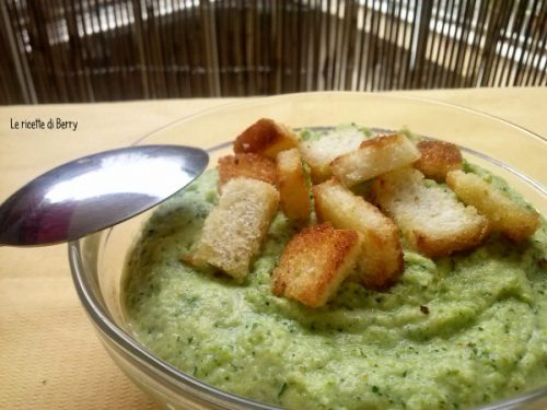 Vellutata di zucchine – Ricetta Classica e Ricetta veloce al microonde
