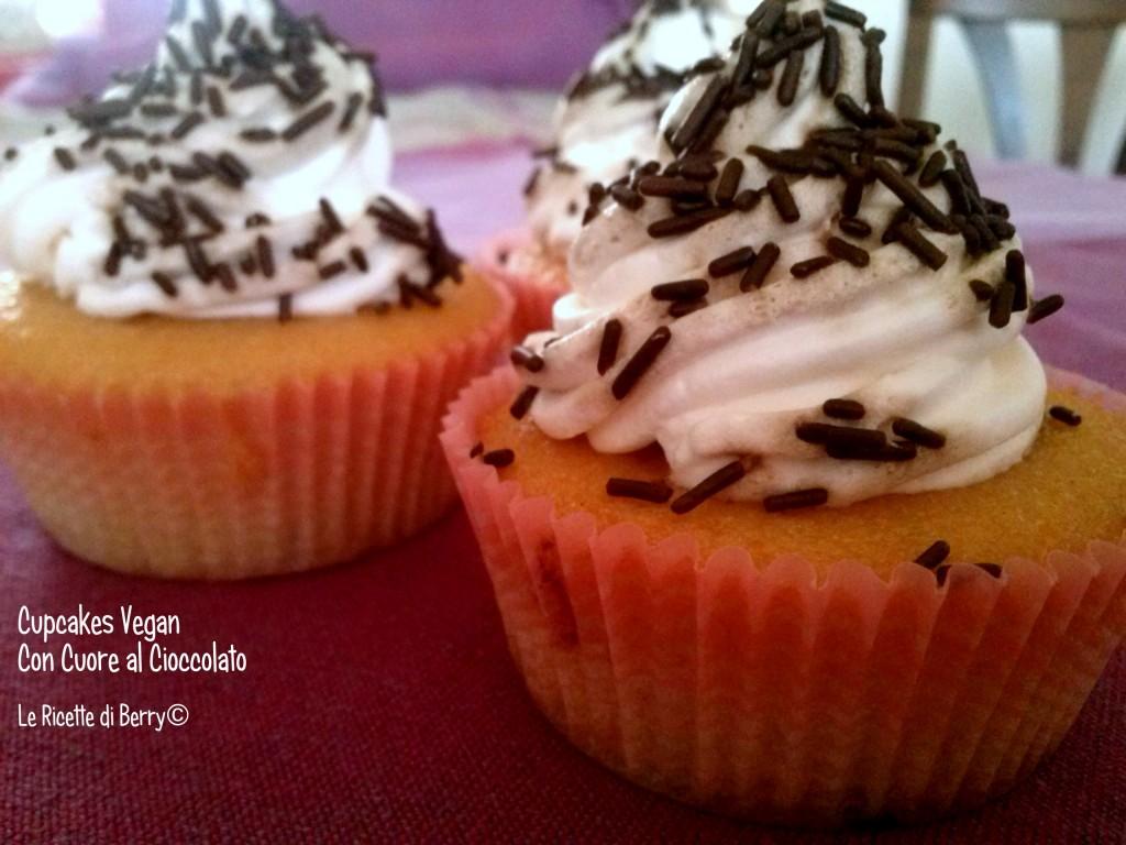 Cuocakes vegan con cuore di cioccolato (2)