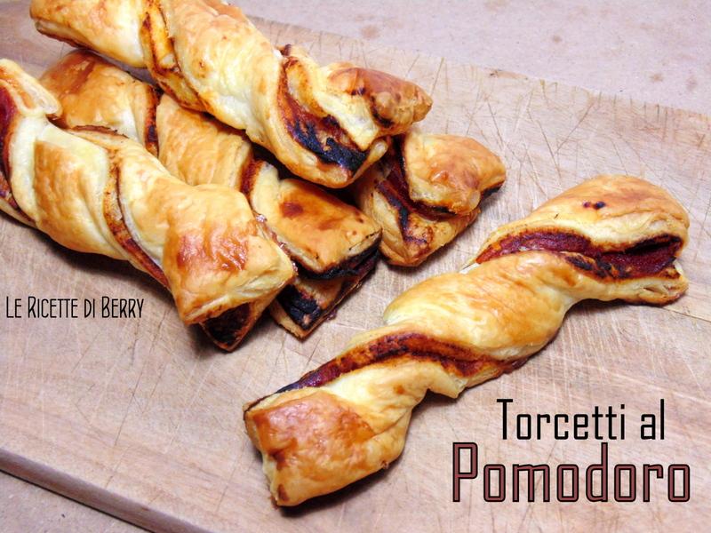 Torcetti di Pasta Sfoglia al Pomodoro